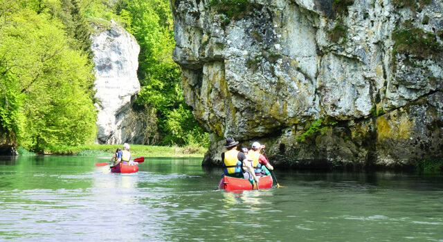 Kanutour für Familien Donautal. Kanutour im Donautal mit Guide. Für Freunde, Familien und Paare.