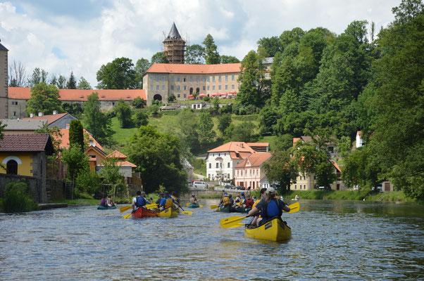 Kanutour mit Übernachtung auf der Moldau. Kanufahren in Tschechien