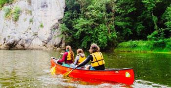 Kanuevent auf der Donau. Kanutour mit Guide. Für Familien, Freunde, Paare oder Vereine.